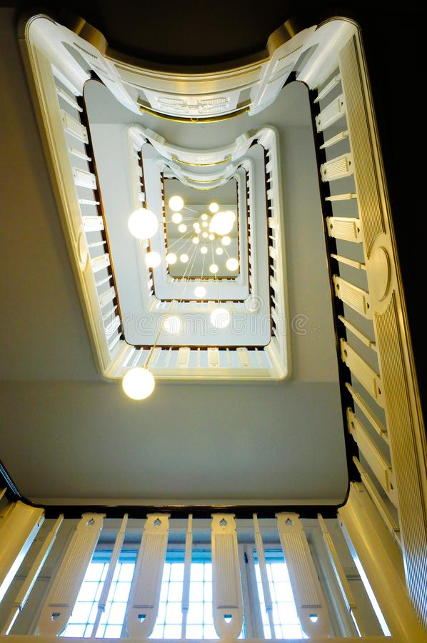 Lámparas de la escalera y del techo en perspectiva fotos de archivo libres de regalías