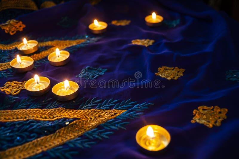 Lámparas de la vela de la llama para las veladas de oración Iluminación de Diwali fotografía de archivo libre de regalías