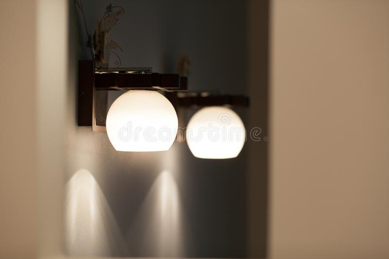 Lámparas de pared con la sombra blanca fotos de archivo libres de regalías