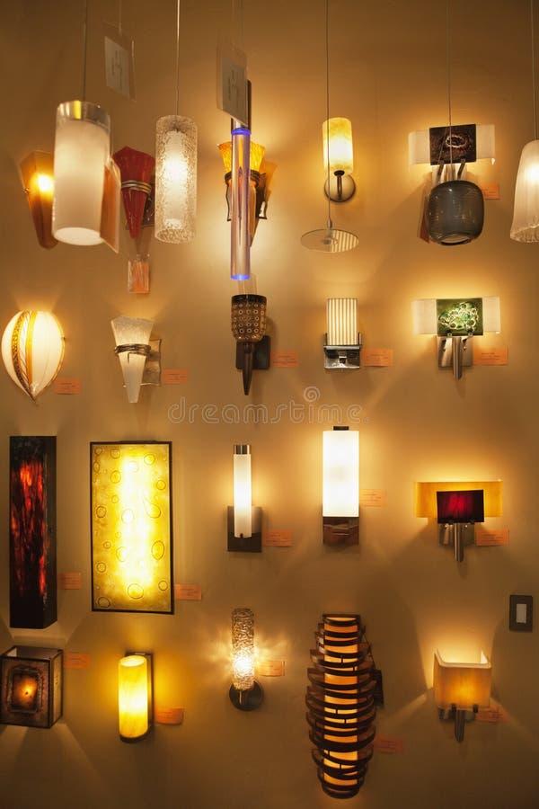 download lmparas de pared en la exhibicin en tienda de las luces foto de archivo - Lamparas De Pared