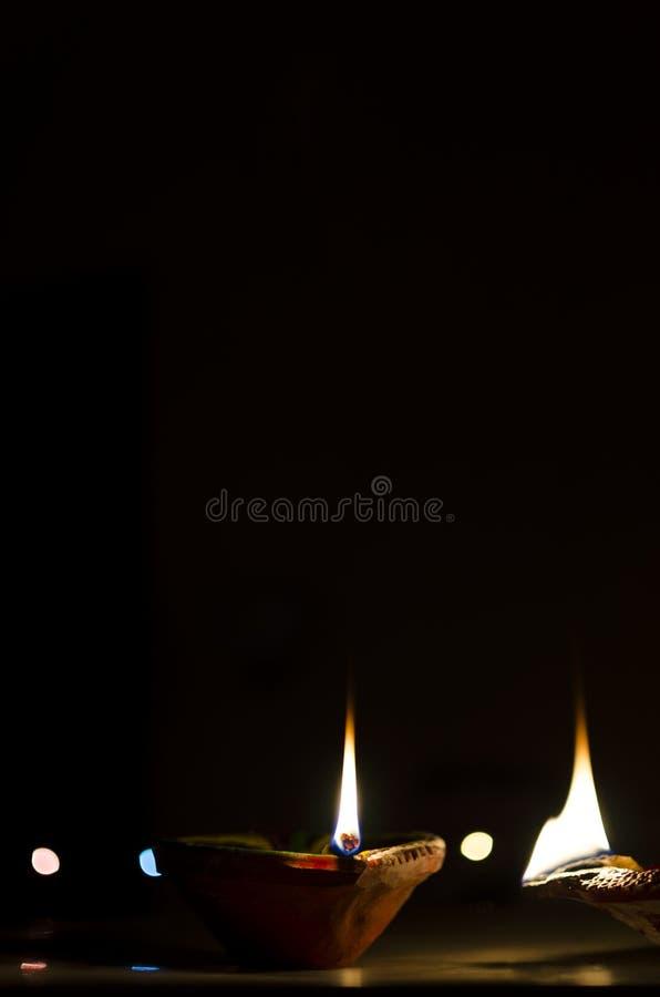 lámparas de tierra en la noche oscura con el bokeh foto de archivo libre de regalías