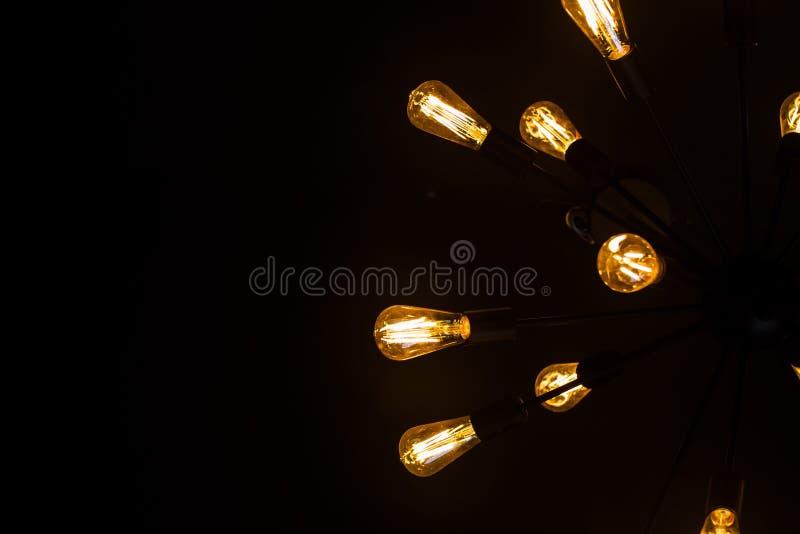 Lámparas del filamento del tungsteno, un diseño del vintage-estilo La decoración combina viejo y nuevo imagenes de archivo