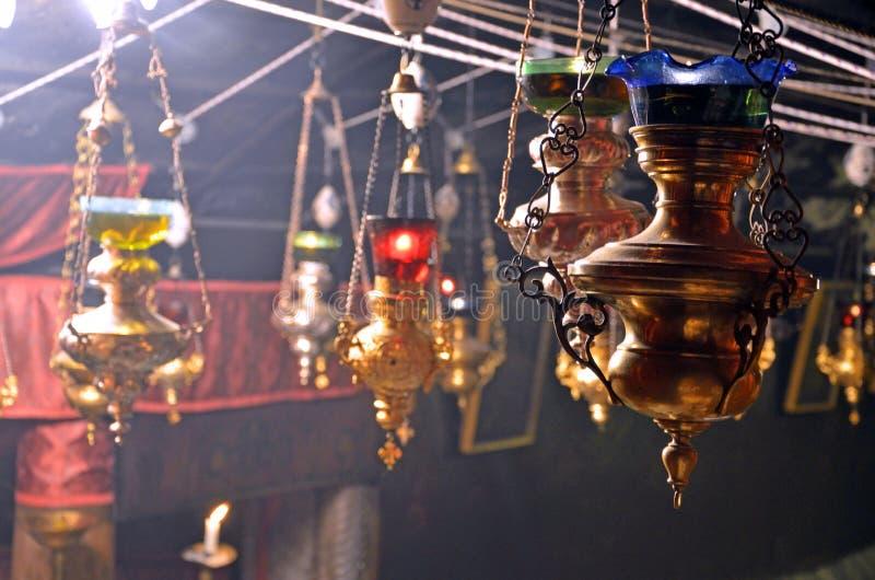Lámparas en la gruta de la natividad fotografía de archivo
