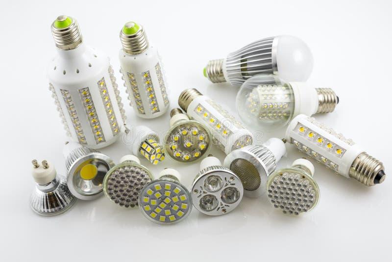 Lámparas GU10 y E27 del LED con una diversa tecnología también co del microprocesador fotografía de archivo