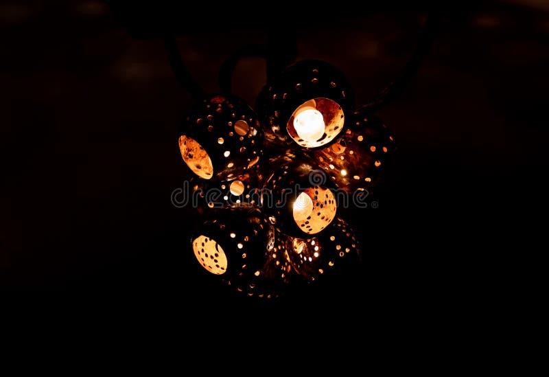 Lámparas hechas de cáscaras del coco imagen de archivo