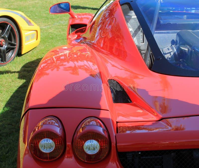 Lámparas italianas rojas del hombro y de cola de la parte posterior del coche de deportes fotografía de archivo