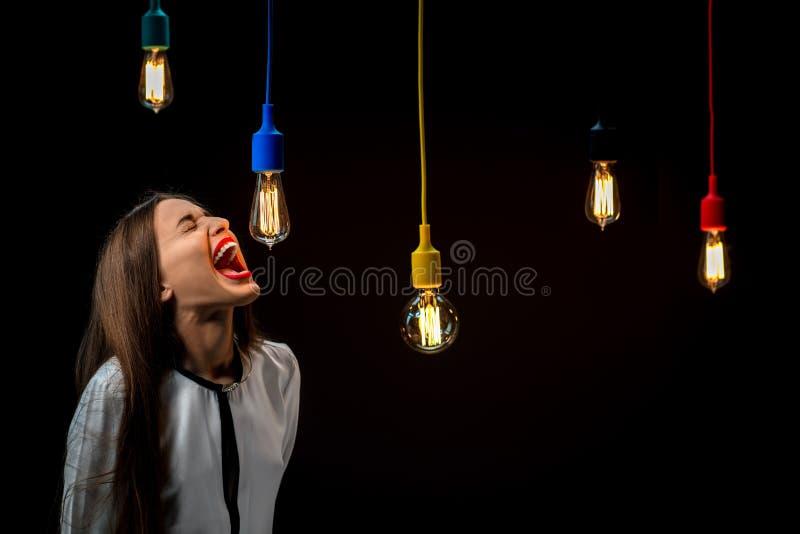Lámparas retras iluminadas con la griterío de la mujer fotos de archivo libres de regalías