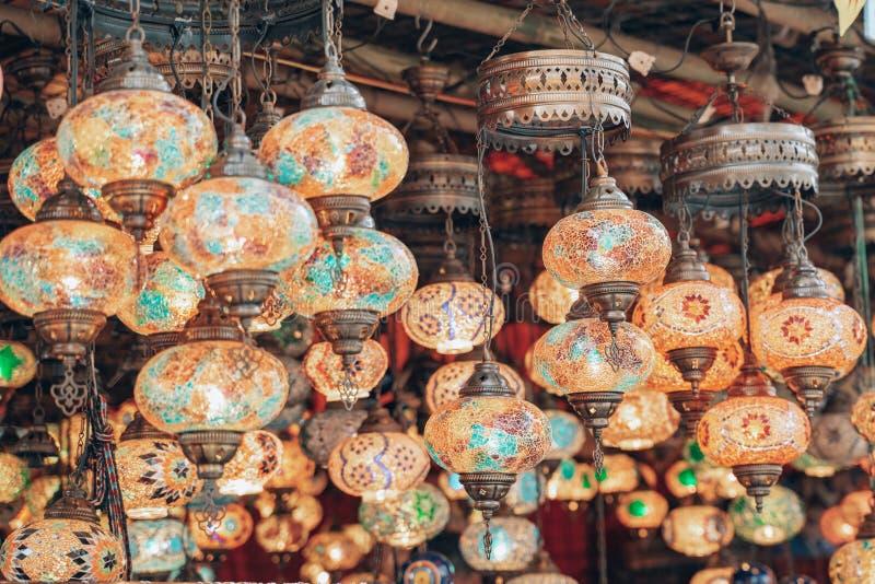 Lámparas tradicionales turcas a la venta en la orilla de Surajkund en Faridabad, India fotografía de archivo libre de regalías