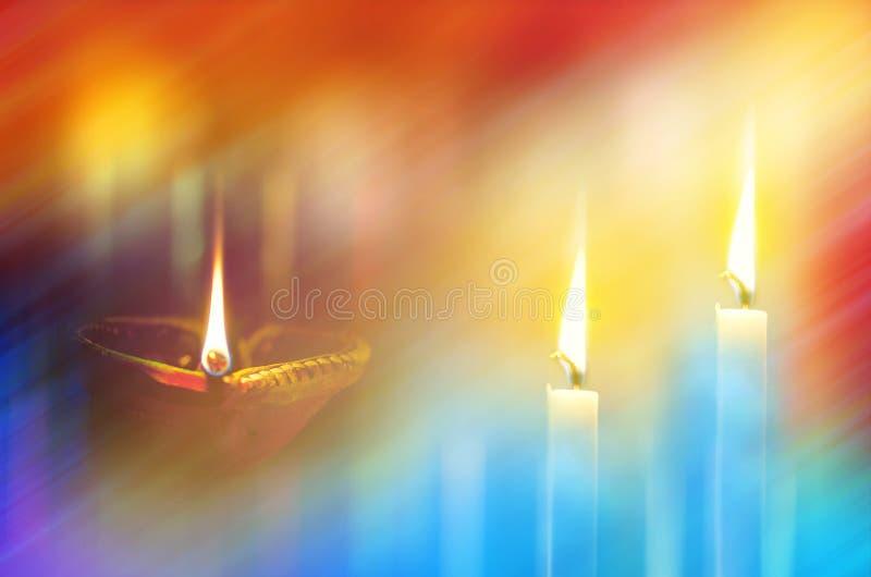 Lámparas y velas de tierra en noche oscura fotografía de archivo libre de regalías
