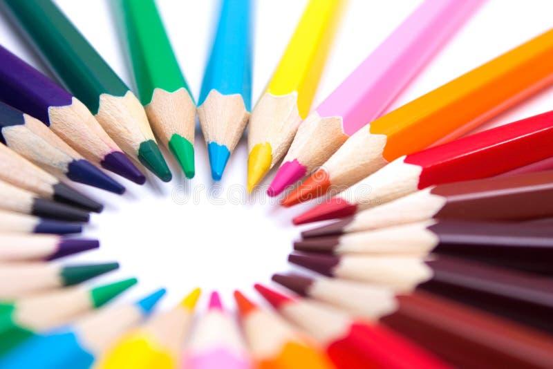 Lápices coloreados en un fondo aislado imagenes de archivo
