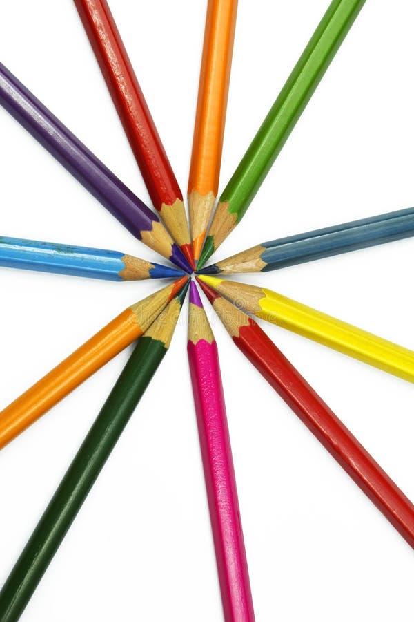 Lápices coloridos aislados en blanco foto de archivo
