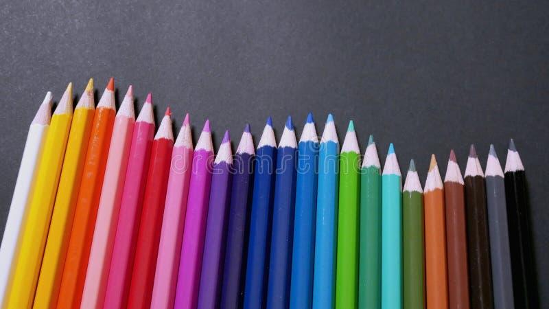 Lápices coloridos clasificados del color imagenes de archivo