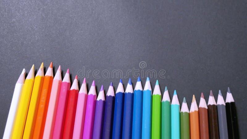Lápices coloridos clasificados del color fotos de archivo