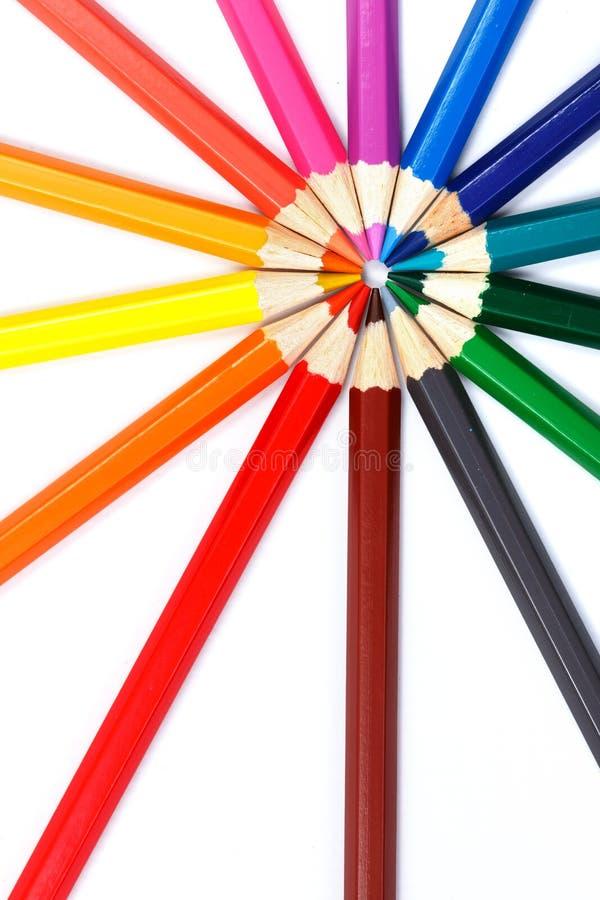 Lápices coloridos en el arreglo radial fotos de archivo