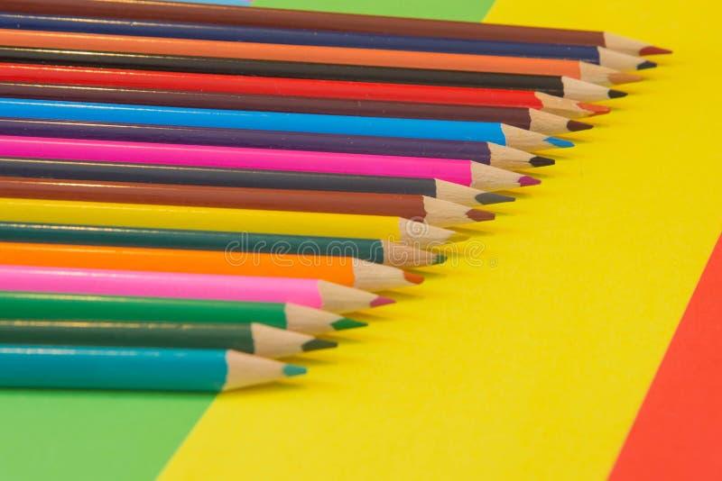 Lápices de los colores, coloridos muchos creyones variedad de color imagen de archivo