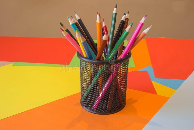 Lápices de los colores, coloridos muchos creyones variedad de color fotografía de archivo