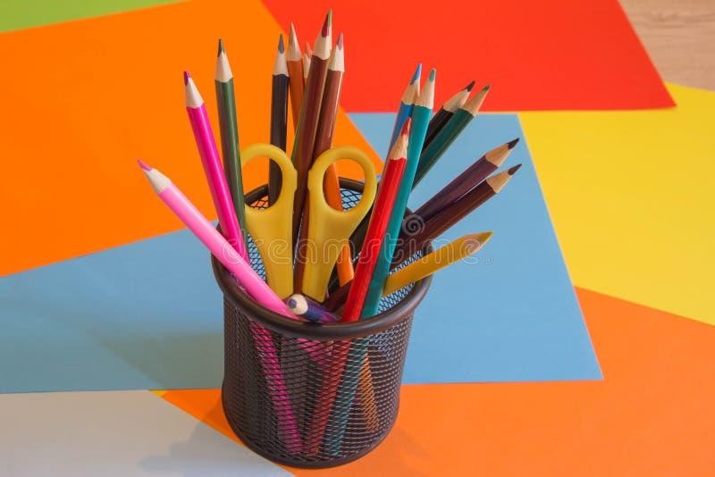 Lápices de los colores, coloridos muchos creyones variedad de color imagenes de archivo