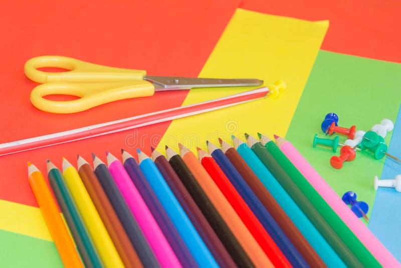 Lápices de los colores, coloridos muchos creyones variedad de color foto de archivo