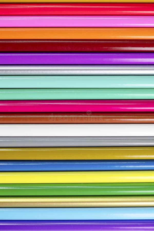 Lápices de madera verticales en un tiro macro de arriba del fondo del extracto para el espacio de la copia y texto sobre endecha fotos de archivo libres de regalías