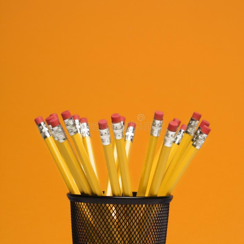 Lápices en sostenedor. imagen de archivo