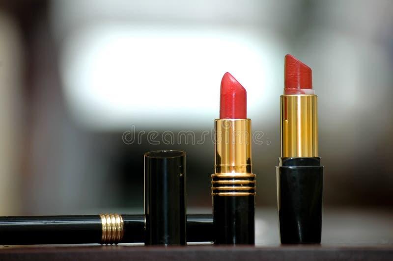 Lápices labiales de las mujeres fotos de archivo libres de regalías