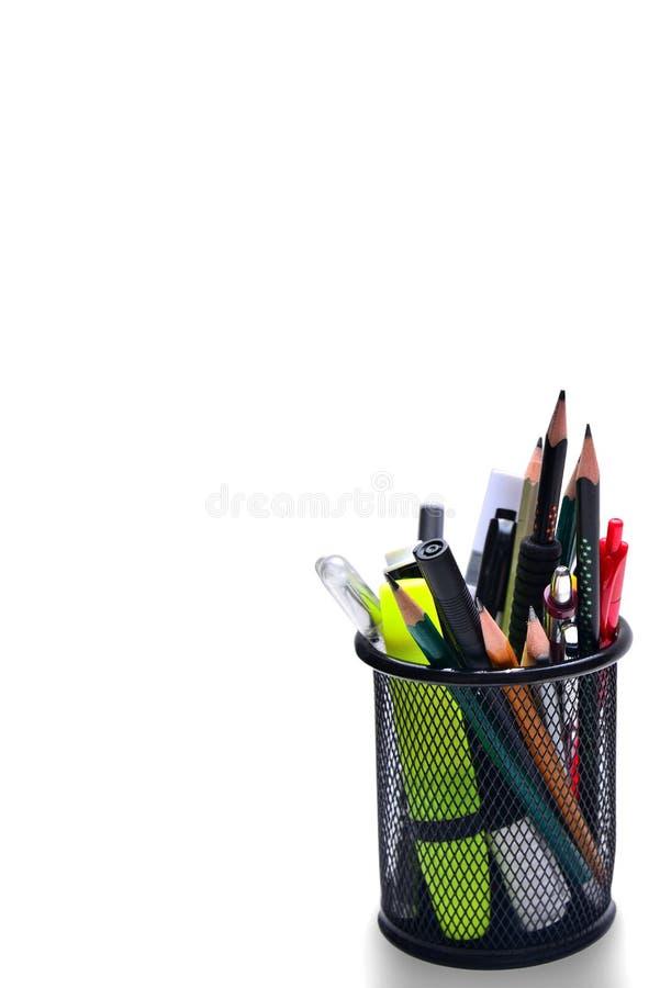 Lápices y plumas en cestas en un fondo blanco fotografía de archivo libre de regalías