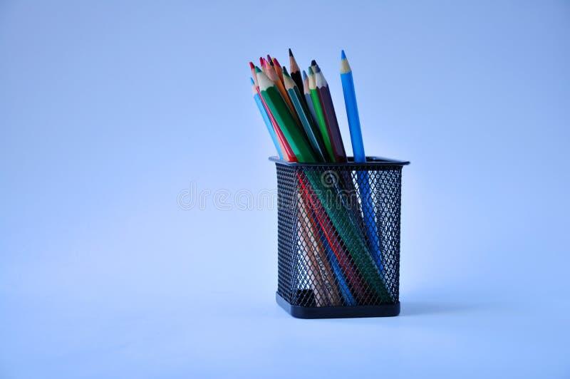 Lápices y vidrio en la tabla imagen de archivo libre de regalías