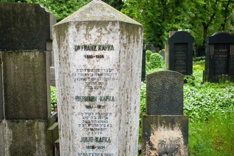 Lápida mortuaria del escritor Franz Kafka imagen de archivo