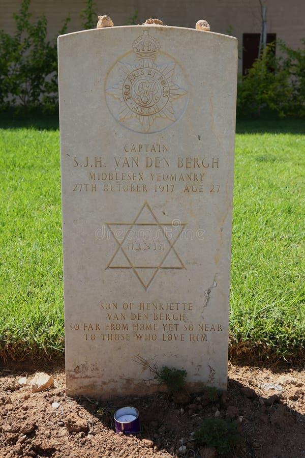 Lápida mortuaria del soldado judío caido en el cementerio de la guerra de Beer Sheva fotografía de archivo libre de regalías