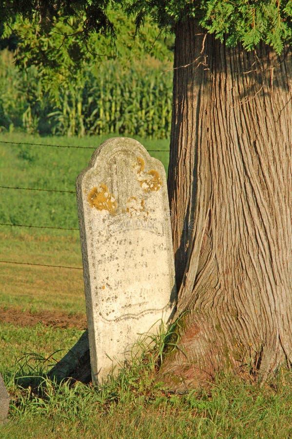 Lápida mortuaria embutida foto de archivo libre de regalías