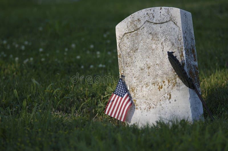 Lápida mortuaria en resorte imagen de archivo