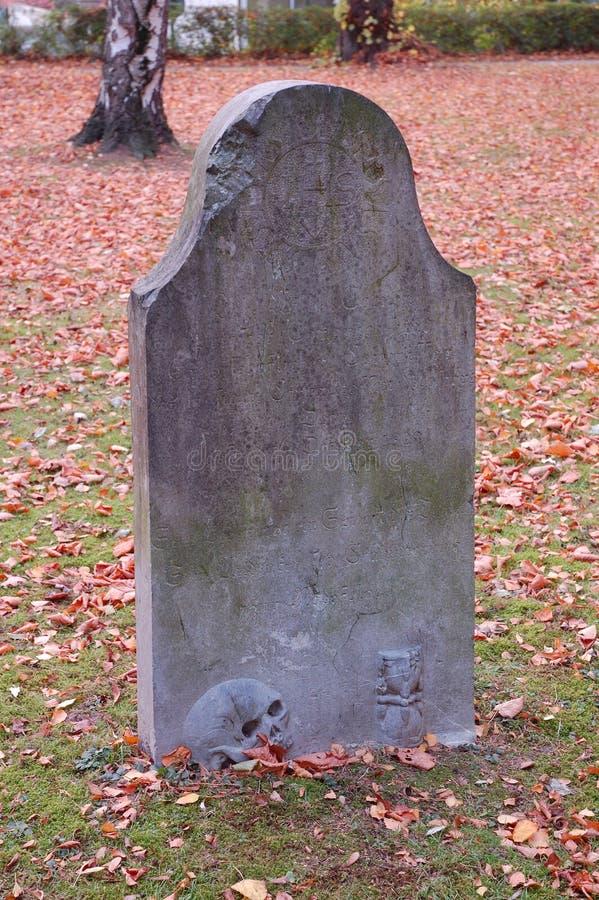 Lápida mortuaria gótica fotos de archivo libres de regalías