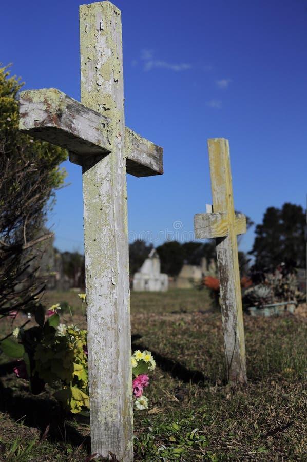 Lápida mortuoria cruzada imagen de archivo libre de regalías