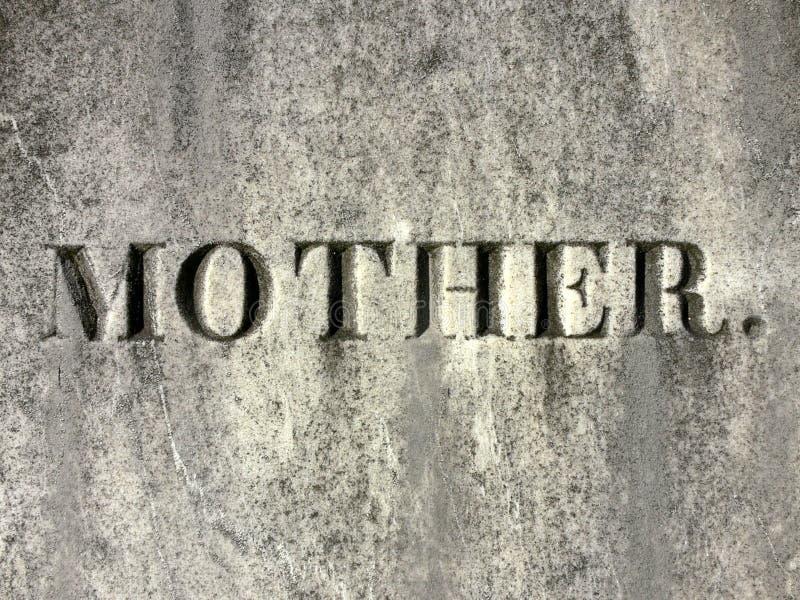 Lápida mortuoria de la madre fotos de archivo