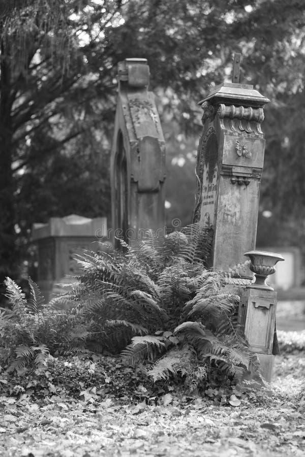 Lápidas mortuarias fotos de archivo