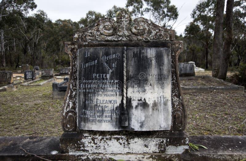 Lápide do cemitério, cemitério histórico fotos de stock