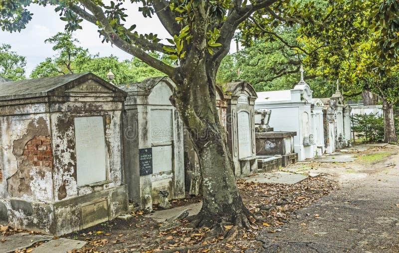Lápides no cemitério de Lafayette nenhum 1 em Nova Orleães foto de stock royalty free