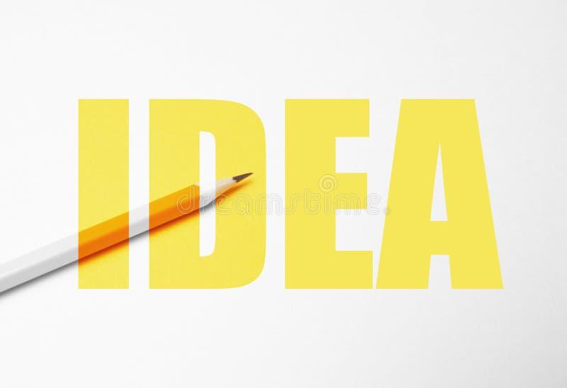 Lápis amarelo no fundo branco, minimalismo Faculdade criadora, ideia, solução, conceito da faculdade criadora ilustração stock