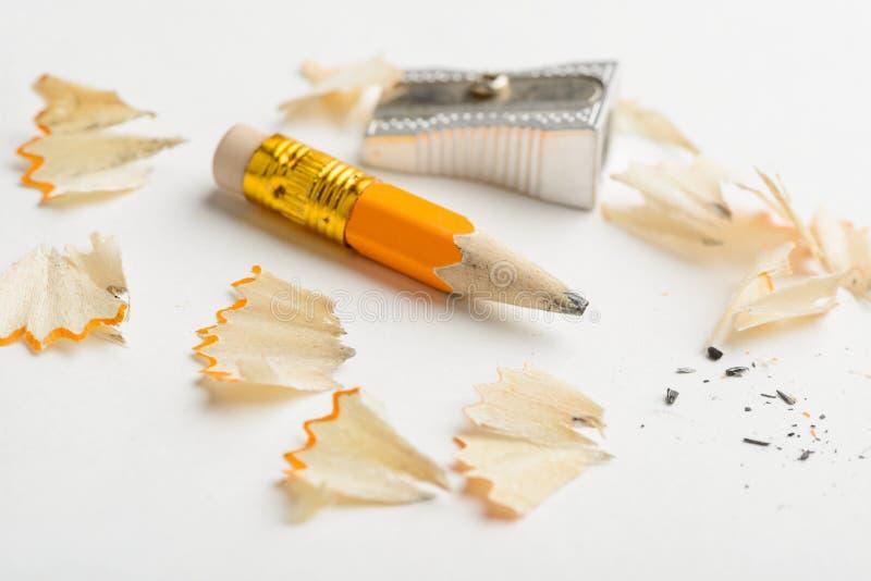 Lápis, apontador e aparas usados foto de stock royalty free