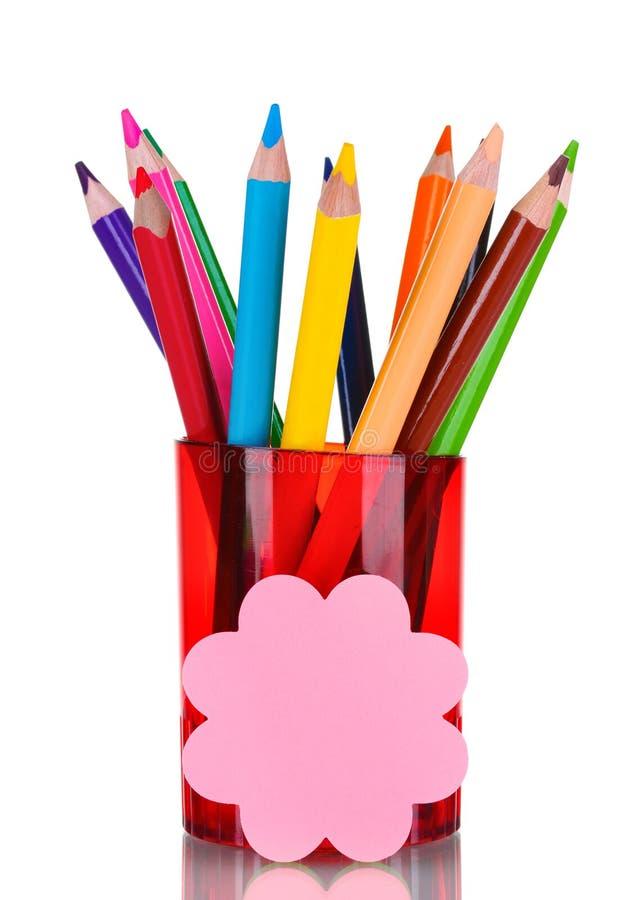 Lápis brilhantes no suporte vermelho imagens de stock royalty free