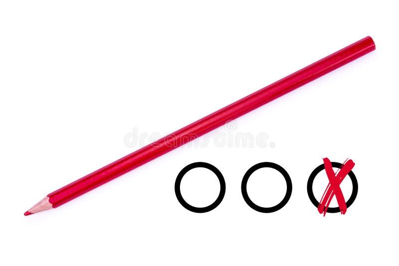 Lápis colorido vermelho e caixas de seleção - isolados no fundo branco fotos de stock royalty free