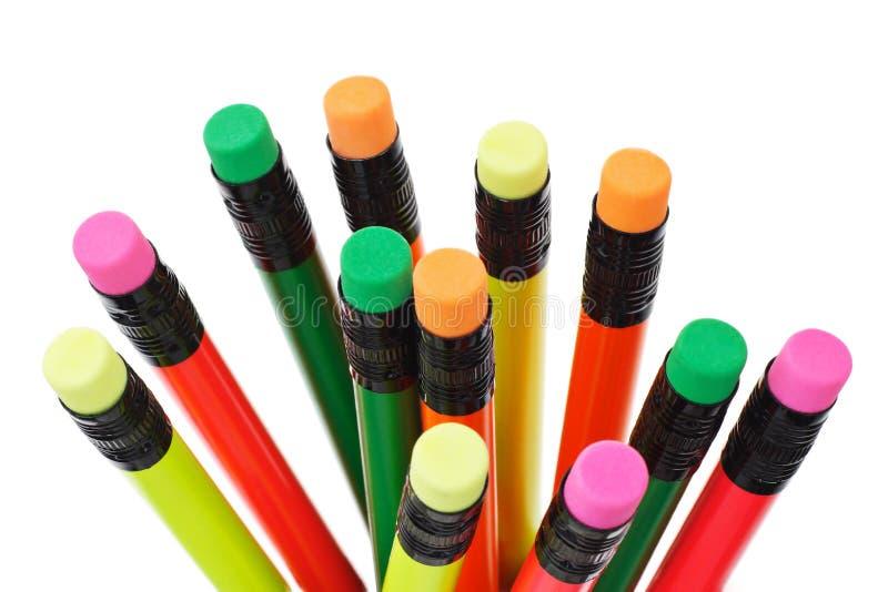 Lápis coloridos com parte superior do eliminador fotos de stock royalty free