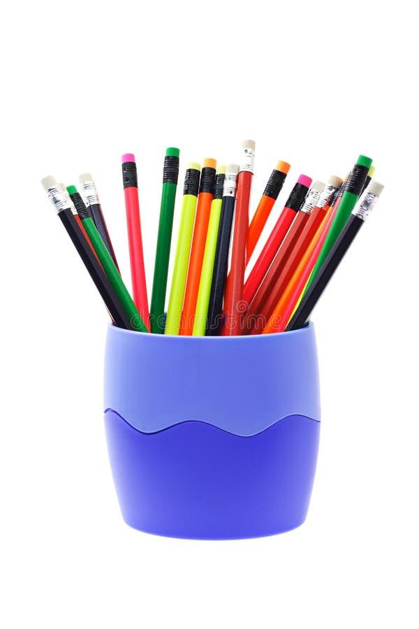 Lápis coloridos da escrita no recipiente foto de stock