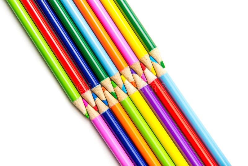 Lápis coloridos nas fileiras foto de stock royalty free