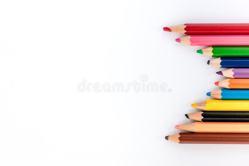 Lápis coloridos no fundo branco De volta às fotos da escola imagens de stock royalty free