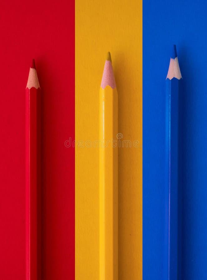 Lápis coloridos no fundo ilustração royalty free