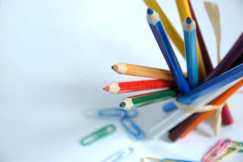 Lápis com grampos de papel imagem de stock