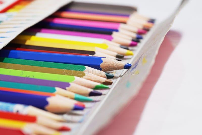 Lápis da cor ajustado na caixa fotos de stock