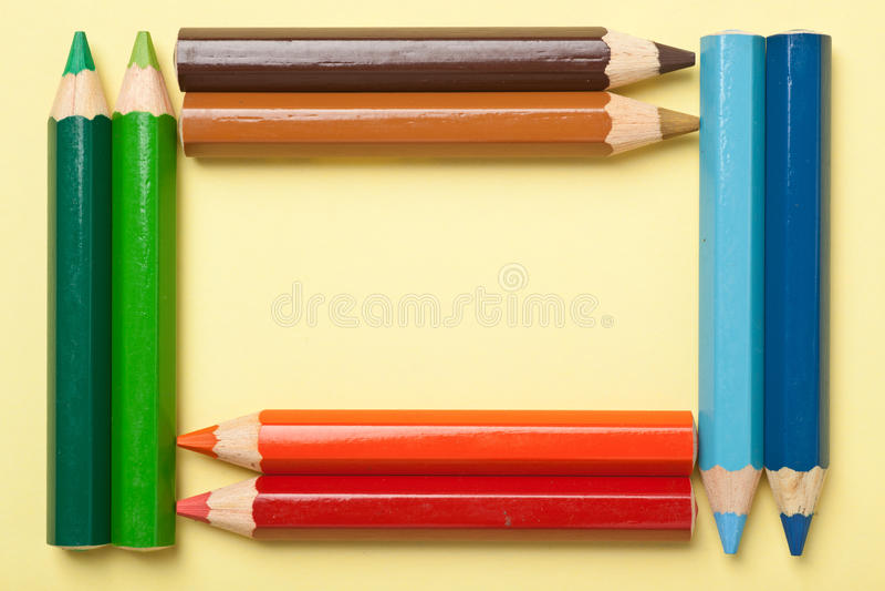 Lápis da cor que dão forma a um frame do retângulo imagem de stock royalty free