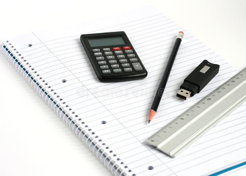 Lápis da régua da calculadora da vara da memória do bloco de notas imagens de stock